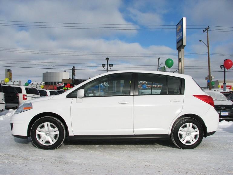 2011 Nissan Versa (White)