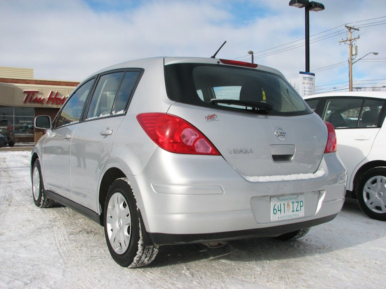 2011 Nissan Versa (Silver)